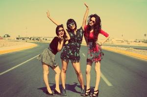 friends-fun-girls-happy-three-girls-Favim.com-74826