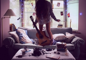 girl-guitar-living-room-love-Favim.com-898829